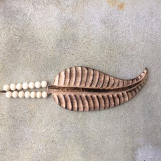 wooden feather, houten veer