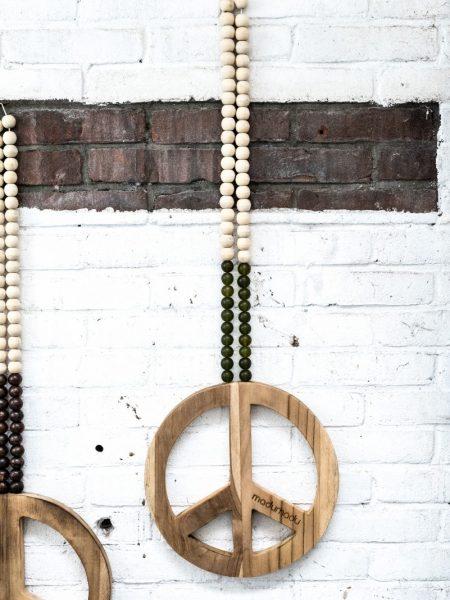 houten peace teken