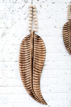 houten veer, feather, wooden feather, feather mala, feather madumadu, veer madumadu